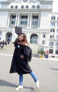 Blije afgestudeerde student